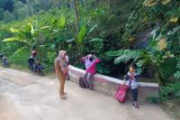 Sinyal Internet Payah, Guru di Wonogiri Terpaksa Datangi Siswa