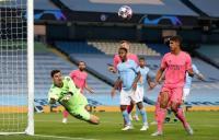 Guardiola Tak Peduli Man City Hanya Bisa Cetak Gol karena Kesalahan Varane