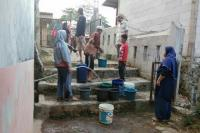Warga Bandung Barat Mulai Kesulitan Dapatkan Air Bersih