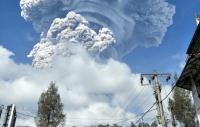 Sinabung Erupsi Lagi, BPBD Minta Warga Patuhi Ketentuan Zona Merah