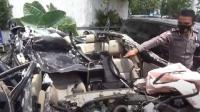Mobil Sedan Masuk Kolong Truk, Pengemudi Tewas