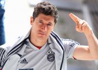 Pelatih Bayern Munich Tak Bisa Bandingkan Lewandowksi dengan Messi