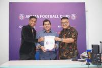 Arema FC Resmi Perkenalkan Carlos Oliveira sebagai Pelatih Baru