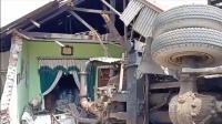 Truk Tronton Berplat Jakarta Tabrak 4 Rumah di Jalur Wisata Bromo