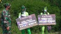 Cara Unik Kampanye Masker, Wanita Seksi Ini Curi Perhatian Pengguna Jalan di Tangerang