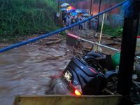 Banjir Bandang Terjang Cicurug Sukabumi, 1 Mobil Hanyut