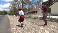 Kisah Bocah SD, Berjalan Satu Kaki 1.000 Meter Menuju Sekolah