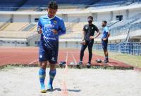 Cedera Ringan, Gelandang Persib Bandung Gian Zola Latihan Terpisah