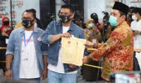 KPU Resmi Tetapkan Boby-Aulia & Akhyar-Salman sebagai Paslon di Pilkada Medan