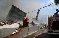 15 Mobil Pemadam Dikerahkan Jinakkan Api di Gudang Popok Bayi