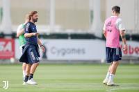 Ramsey Akui Dilatih Pirlo Lebih Menyenangkan ketimbang Sarri