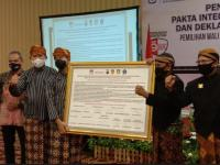 Deklarasi Kampanye Damai, Gibran-Teguh Kompak Gunakan Pakaian Adat Jawa