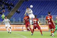 Cristiano Ronaldo Cetak Gol Sundulan Lawan Roma, Netizen: Loncatannya seperti Michael Jordan