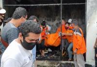 Kebakaran Kios, Dua Wanita Ditemukan Tewas Berpelukan di Bawah Tangga