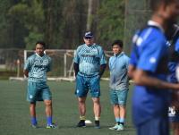 Pelatih Persib Robert Rene Alberts Hobi Gowes Keliling Bandung