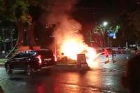Mobil Terbakar di Depan Kantor DPRD Medan, 1 Orang Terluka