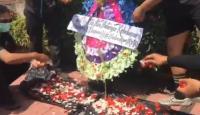 Pendukung Jerinx Geruduk PN Denpasar, Pendemo: Bentuk Kekecewaan ke Aparat!