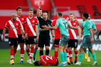 Pemainnya Kena Kartu Merah, Ancelotti Marah-Marah di Laga Southampton vs Everton