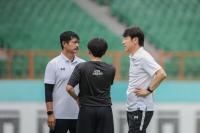 Shin Tae-yong dan Indra Sjafri Fokus ke U-19, Netizen: Jangan Lupakan Timnas Senior