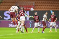 Skor 1-1 Tutup Babak Pertama AC Milan vs AS Roma