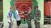 Percaya ke TNI, Warga Perbatasan Sukarela Serahkan Senjata Rakitan