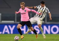 Jadi Bek di Laga Juventus vs Barcelona, De Jong Siap Diduetkan dengan Pique?