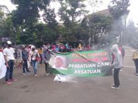Bakar Foto Habib Rizieq, Demonstran: Terbukti Rizieq dan Pendukungnya Positif Corona!