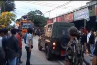 Ratusan Warga Usir Alat Berat yang Dikawal Mobil TNI AL