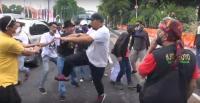 Demo Tolak Habib Rizieq di Surabaya Ricuh, Massa Saling Pukul