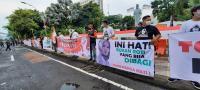 Duh! Ada 'Nikita Mirzani Berhijab' Demo Tolak Habib Rizieq di Surabaya