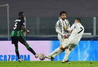 Cristiano Ronaldo Bobol Gawang Ferencvaros, Netizen Sindir Gol Lionel Messi
