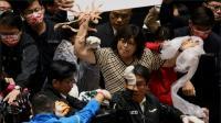 """Usus Babi """"Berterbangan"""" di Parlemen Taiwan"""