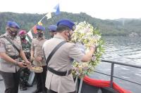 HUT ke-70 Korps Polairud, Kapolda Sulut Pimpin Upacara Tabur Bunga di Perairan Selat Lembeh
