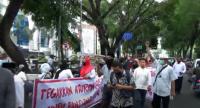 Ratusan Massa Umat Islam Unjuk Rasa Tolak Kedatangan Habib Rizieq