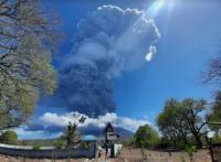 Erupsi Gunung Ile Lewotolok, Hujan Abu Guyur Bandara Wunopito Lewoleba