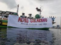 Aktivis Lingkungan Gelar Aksi Damai di Perairan PLTU Paiton Probolinggo