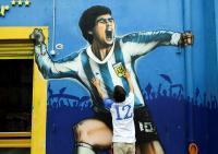 Polisi Argentina Sita Dokumen dari Kantor Dokter Maradona