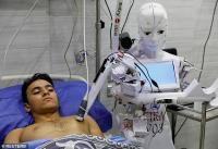 Bersiaplah Diperiksa Robot Perawat Tangani Covid-19