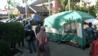 Ibu-Ibu Pendemo Nangis Histeris hingga Dirikan Tenda di Kantor BPN Bekasi