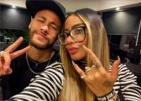 Tampil Menggoda, Adik Neymar Umbar Kemolekan Tubuh Seksinya di Pantai