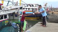 Jurnalis dan Koalisi Laut Biru Bagikan Masker Gratis ke Nelayan PPI Paiton Probolinggo