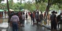 Kerumun Tonton Danjir di Jembatan, Warga Dibubarkan Petugas