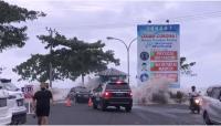 Ombak Besar Terjang Manado, Pusat Perbelanjaan Tergenang Air Laut