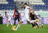 Penalti Zlatan Ibrahimovic Bawa AC Milan Ungguli Cagliari di Babak Pertama