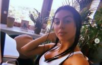 Kacau! Bikin Es Krim Saja, Georgina Rodriguez Tetap Tampil Seksi