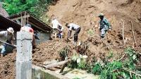 Hujan Deras, Longsoran Tebing Timpa Rumah Warga Blitar