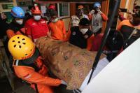 Jasad Korban Longsor di Malang Ditemukan 24 Kilometer dari Lokasi Kejadian