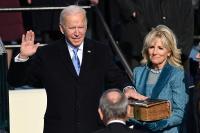 Biden Dilantik dengan Alkitab Berusia Seabad Peninggalan Keluarga