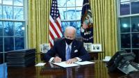 Presiden Biden Langsung Batalkan Sejumlah Kebijakan Trump Melalui Perintah Eksekutif