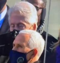 Bangun Bill! Mantan Presiden Bill Clinton